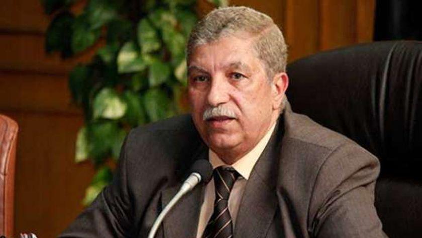محافظ الإسماعيلية يتفقد عددا من اللجان الانتخابية