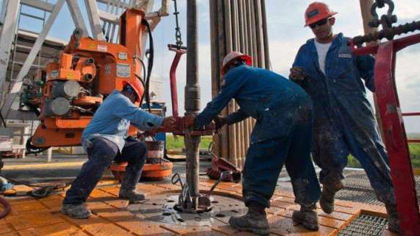 قانون العمل وضع ضوابط لاستقدام العمالة الأجنبية