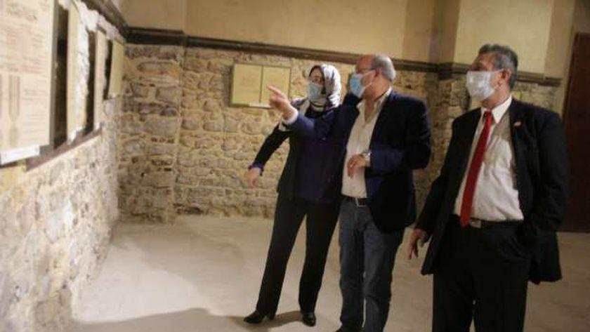 الدكتور فتحي عبدالوهاب رئيس التنمية الثقافية والدكتورة نيفين موسى رئيس دار الكتب والوثائق