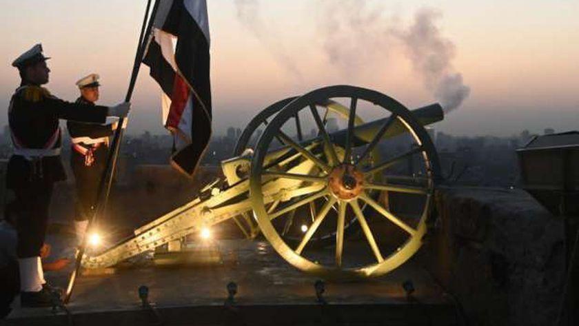 صورة مدفع رمضان ينطلق من قلعة صلاح الدين الأيوبي بالقاهرة بعد توقف 30 عاما – مصر
