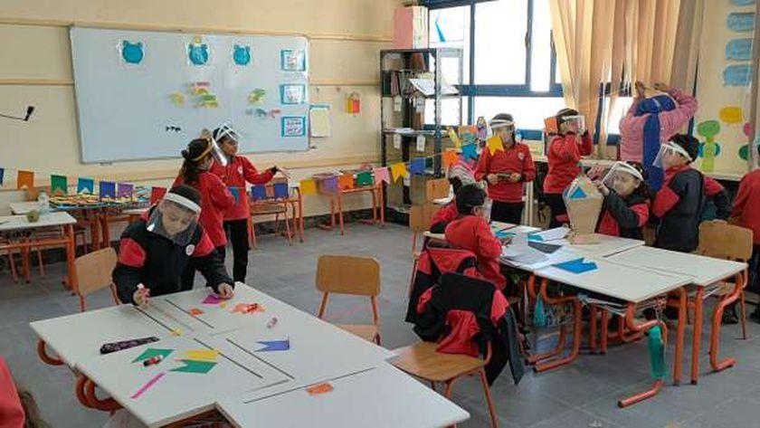 صورة أرشيفية لطلاب المدارس اليابانية داخل أحد الفصول