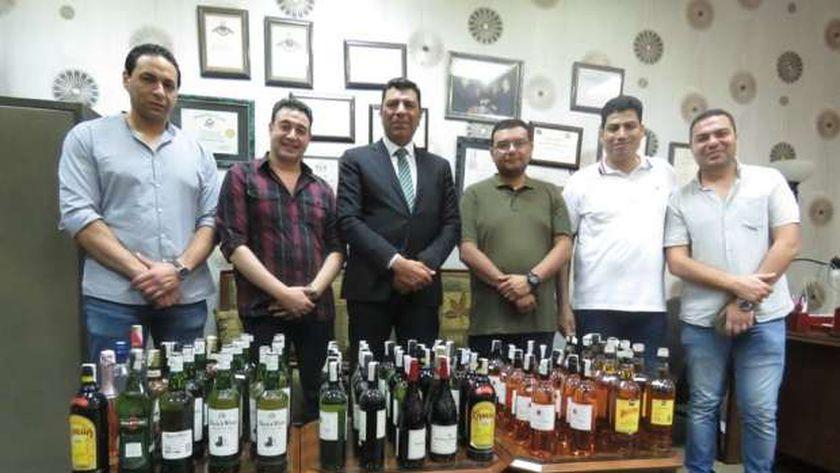 رجال الجمارك والزجاجات المهربة