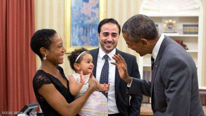 صورة تجمع الرئيس الأسبق باراك أوباما وعائلة ماهر بيطار