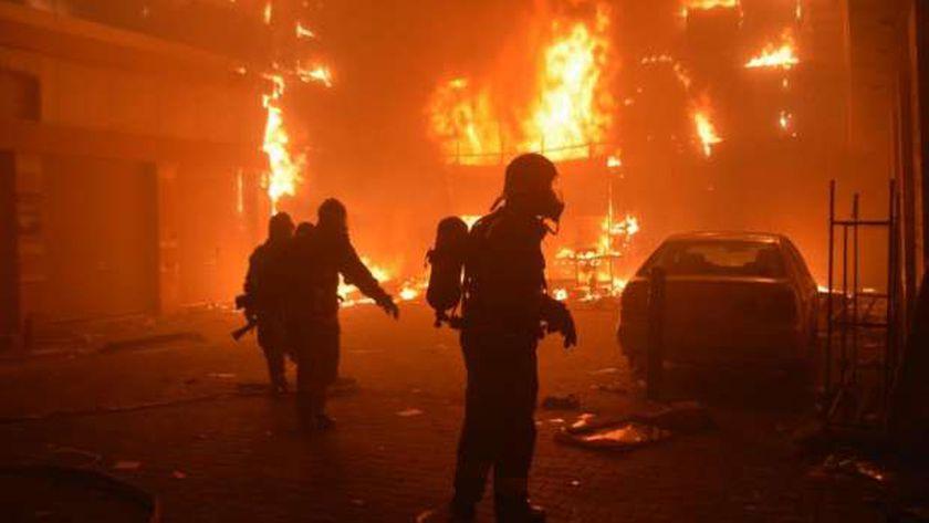 عاجل.. حريق ضخم بمجمع الصوامع في ميناء غرب بورسعيد