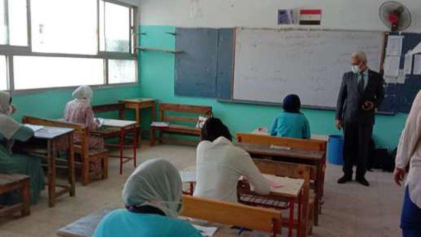 تباعد اجتماعي في اللجان الامتحانية