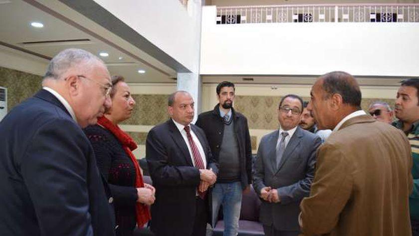 جانب من جولة رئيس جامعة بني سويف