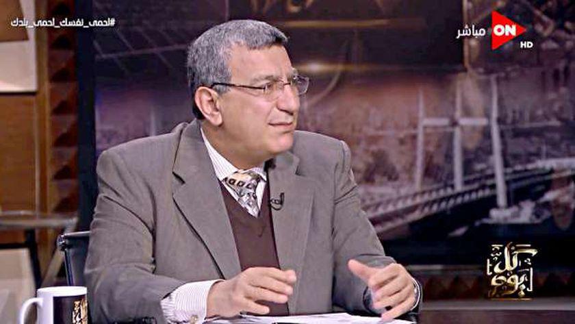 الدكتور عبداللطيف المر أستاذ الصحة العامة والطب الوقائي بجامعة الزقازيق