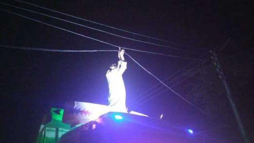 تقطيع أسلاك الكهرباء بقرية مير