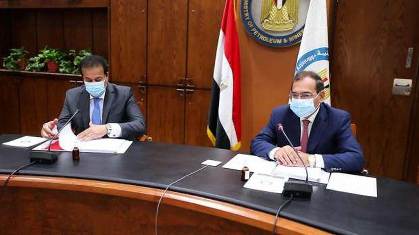 وزيرا البترول والتعليم العالي اثناء الاجتماع
