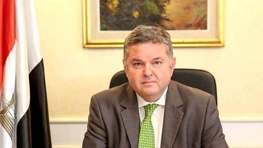 صورة وزير قطاع الأعمال: 1.2مليار جنيه أجور عمال المحلة في اللائحة الجديدة – اقتصاد