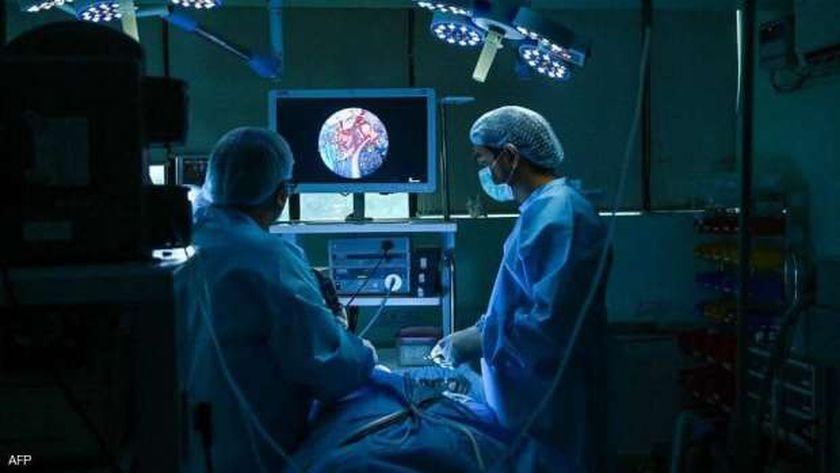 مريض بالفطر الأسود يخضع لجراحة