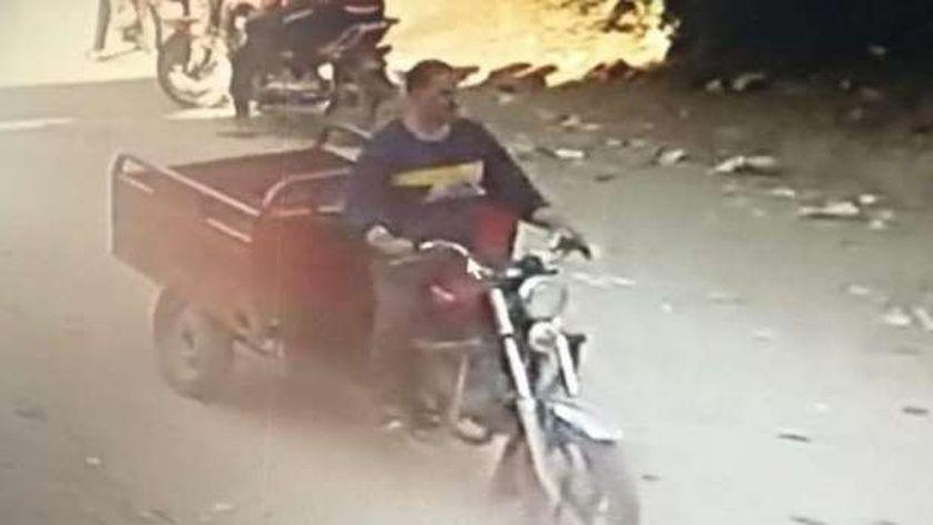 أول صورة للمختل عقليا المتهم بقتل 3 وإصابة 4 في الشرقية
