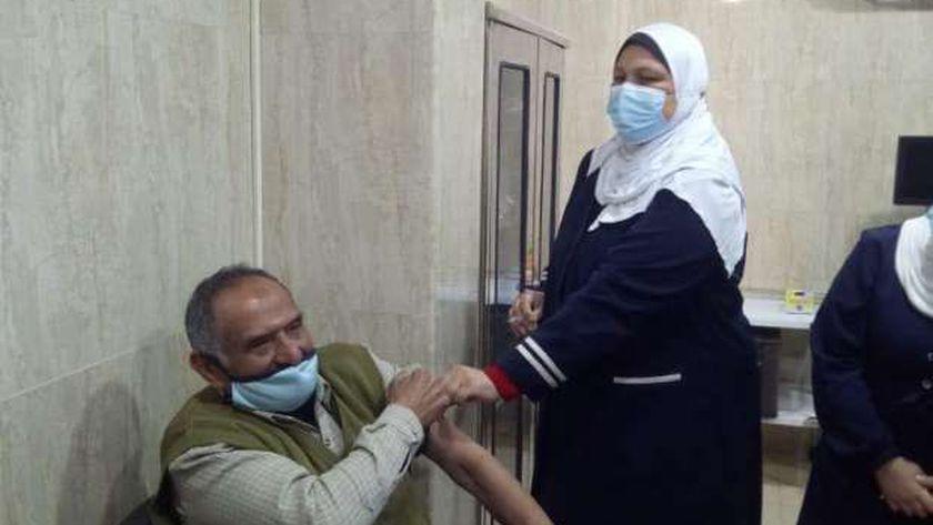 جانب من أعمال تطعيم كبار السن بلقاح كورونا فى مطروح