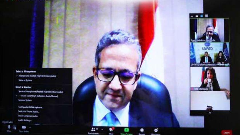 وزير السياحة والآثار يشارك في الاجتماع عبر الفيديو كونفرانس