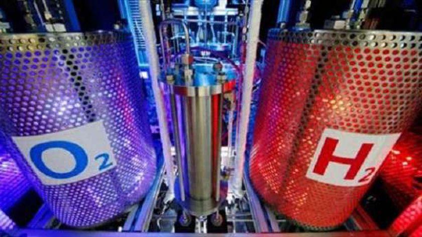 عملية إنتاج الهيدروجين الأخضر من خلال التحليل الكهربى