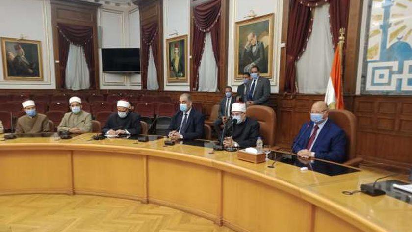 محافظ القاهرة ووزير الأوقاف يلتقيان أئمة المساجد وقيادات الدعوة