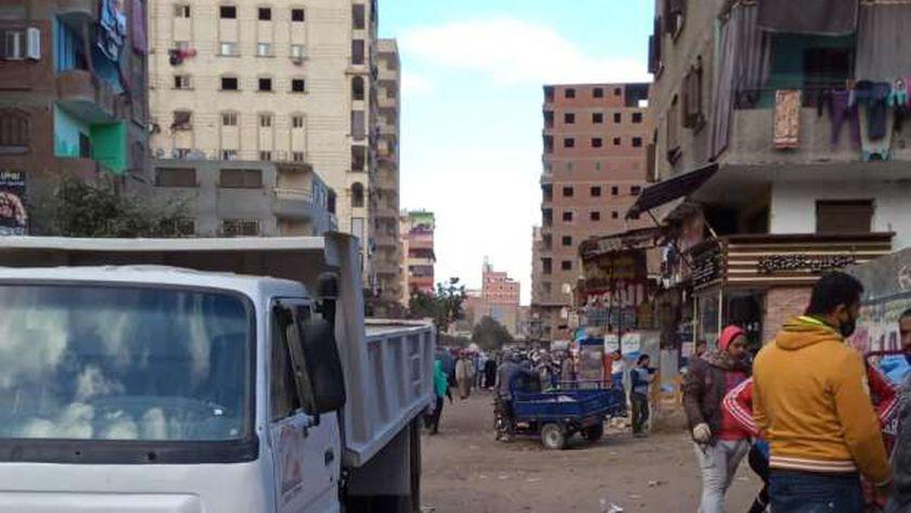 خلال فض سوق الجمعه في شمال الجيزة