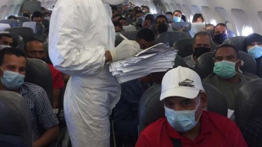 الجسر الجوى للطيران يعيد 1215 مصري من الكويت خلال الـ 24 ساعة الماضية