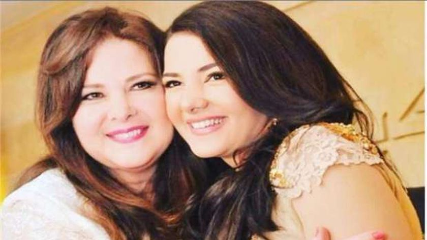 دنيا سمير غانم ووالدتها