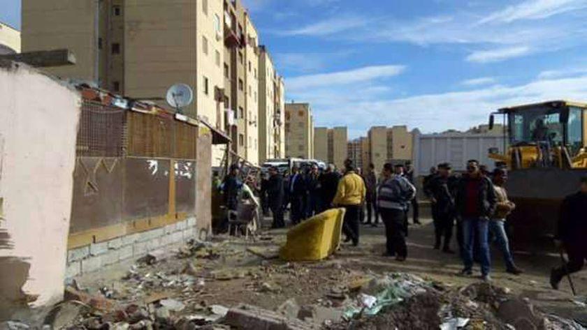 الأجهزة التنفيذية في محافظة بورسعيد تزيل العشش